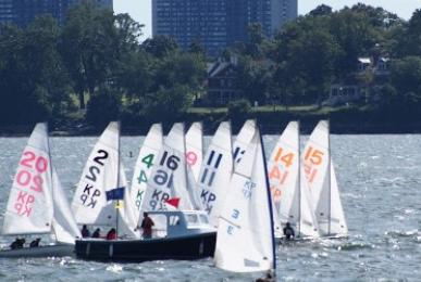The USMMA Sailing team on the water.